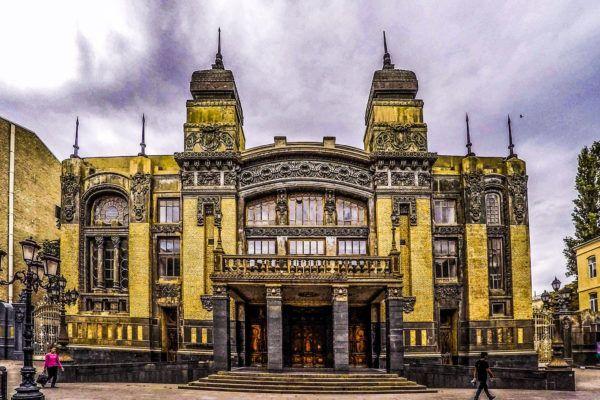 tours-en-baku-Azerbaijan_State_Academic-Baku-architecture